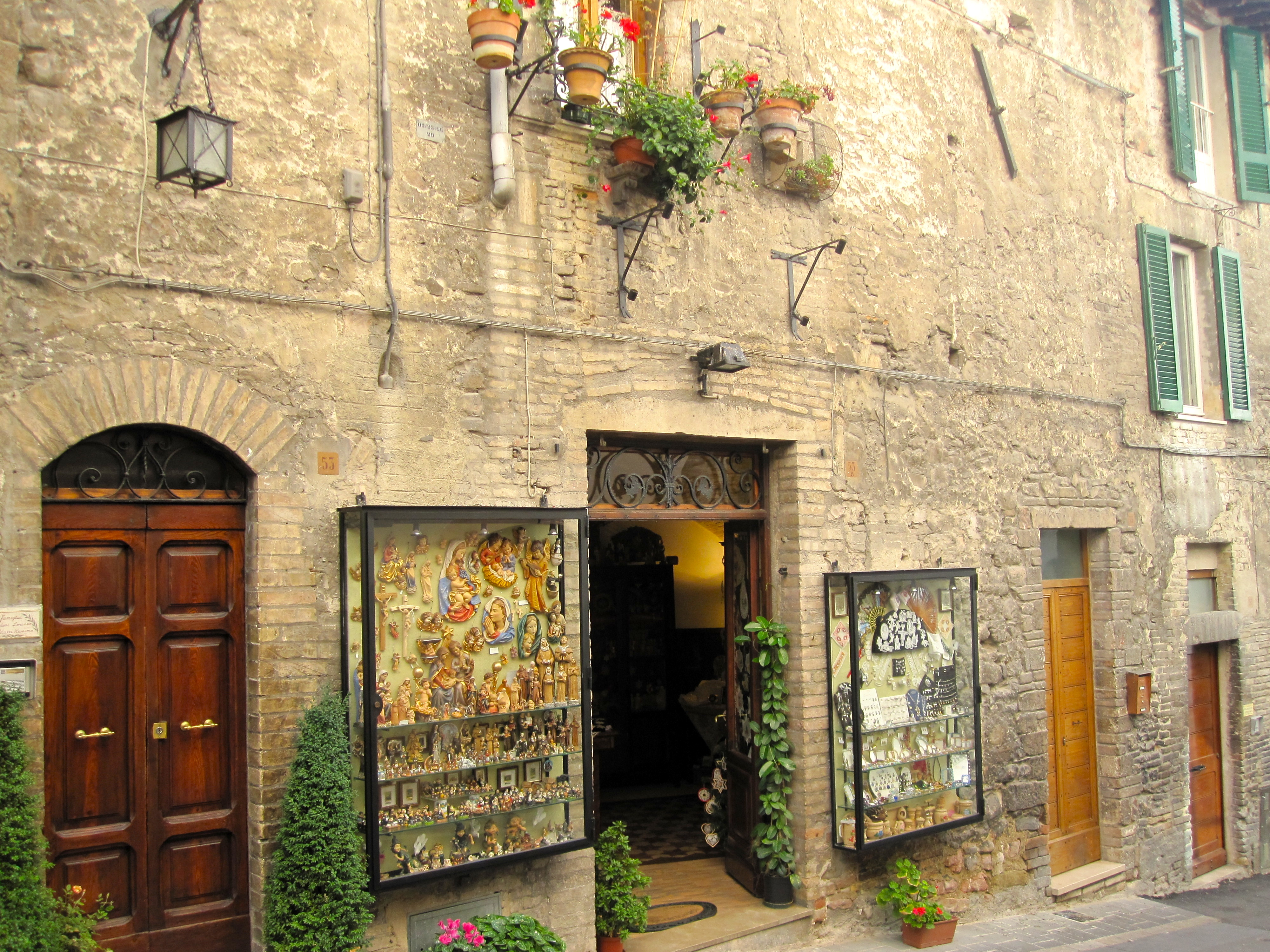 Travel to Assisi, Italy - Lenora\'s Italy Travel Blog